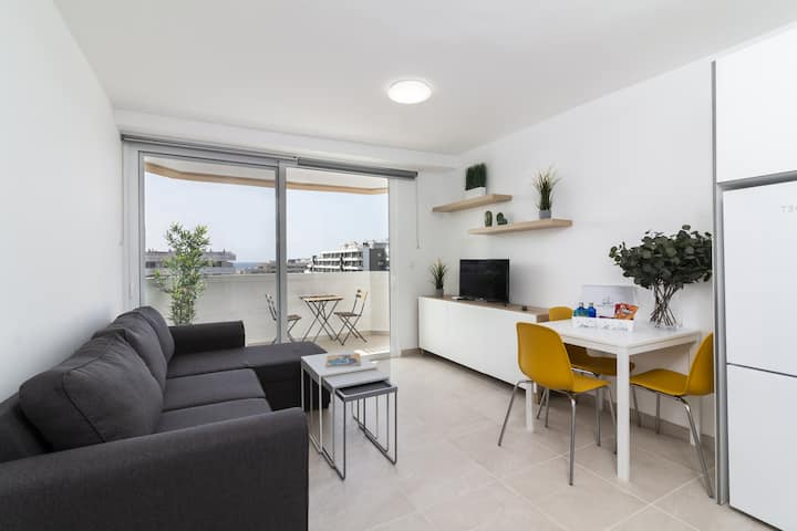 NEW* Modern and recently renovated apartment in Arona