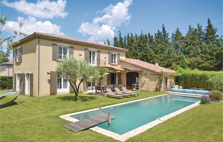 Nice home in Loriol sur Drôme with WiFi and 5 Bedrooms
