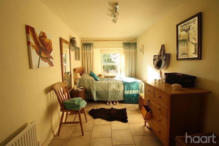 Cosy second bedroom.