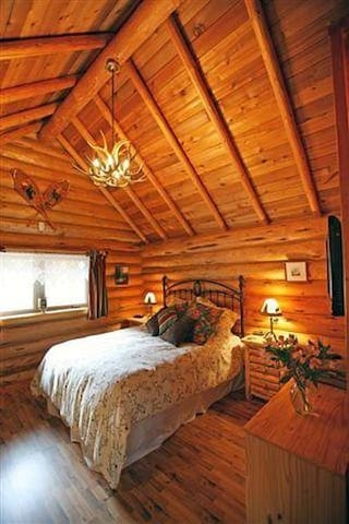 A comfortable queen sized bed in the cabin