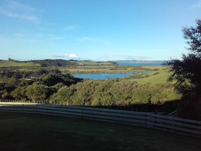 Kaipara Lake Tranquility. Fantastic views & peace.