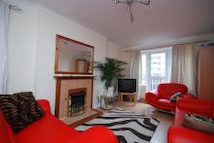 Cosy Double Room in Wimbledon - London - Apartment