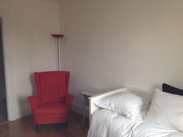 Room- UN area