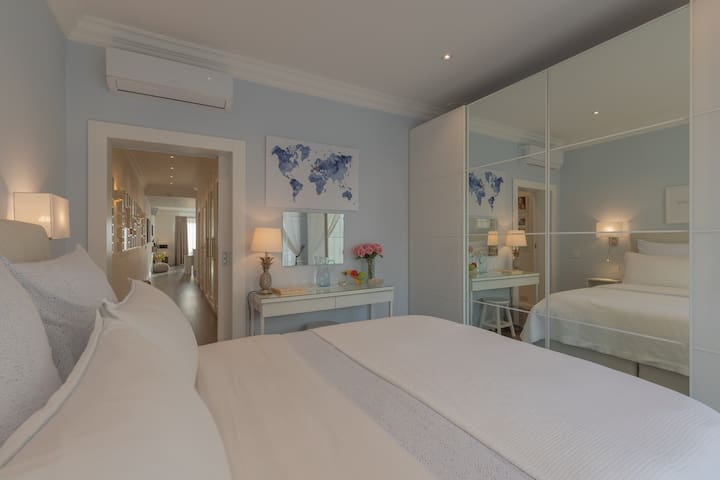 Relaxing and tranquil guest bedroom with a very comfortable bed, just read the reviews :) Size of bed 160x200cm, with luxury down bedding and cotton sateen sheets for heavenly sleep!
