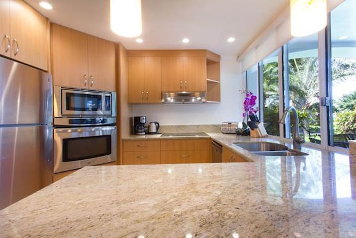 Palms at Wailea 303-Fully equipped kitchen