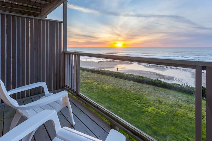 The Starfish-Oceanfront balcony, kitchen,fireplace