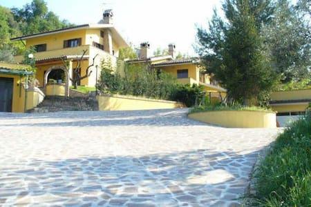 Villa in campagna a due passi dal mare