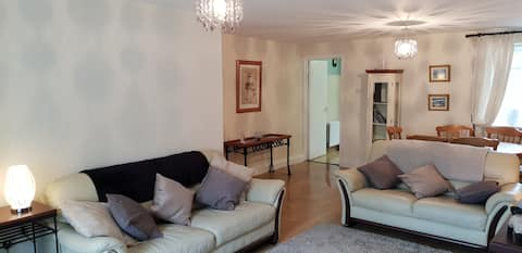 Comfortable Quiet Large 3 bedroom Town House
