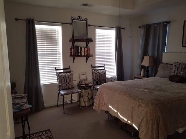 StoneMountain Upstairs ExtendedStay BR/Shared Bath