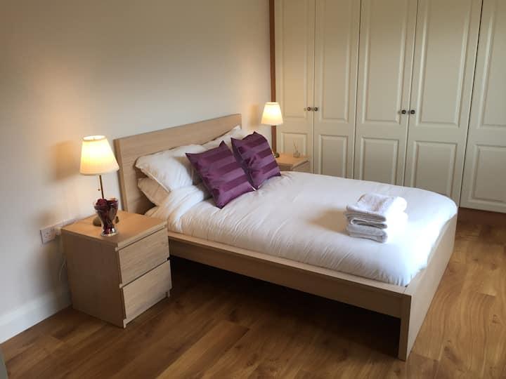 Double en-suite room in Dingle town
