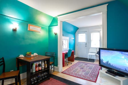 Private Top Floor Apartment centrally in Uptown!