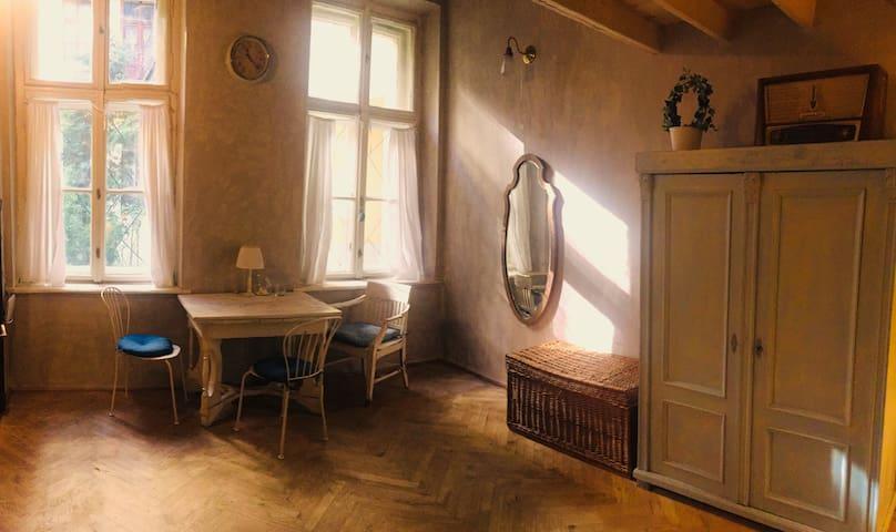 Mary's Vintage studio