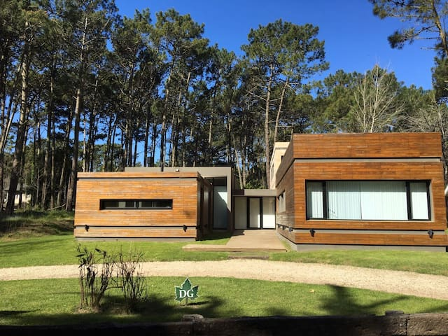 Modern spacious house within beach forest 11pers - Cariló