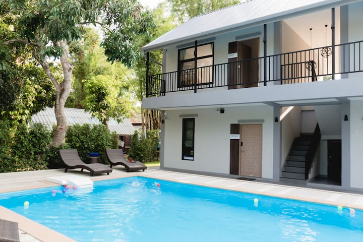 Boon BnB with Swimming Pool, - 3 Rooms - Sleeps 8