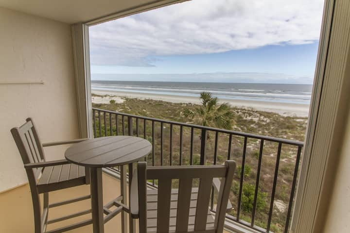 Beacher's Lodge Oceanfront Condo - Pet Friendly!