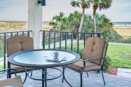 OCEANFRONT FIRST FLOOR 2BR/2BA UPDATED CONDO! - 費南迪納比奇(Fernandina Beach) - 公寓
