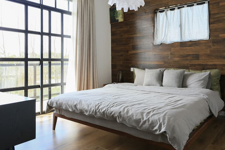 小森林民宿西南木背景大床房 - Shanghai