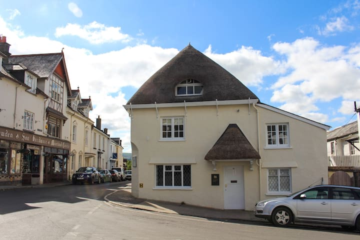 Chagford Square - Double room + private bathroom