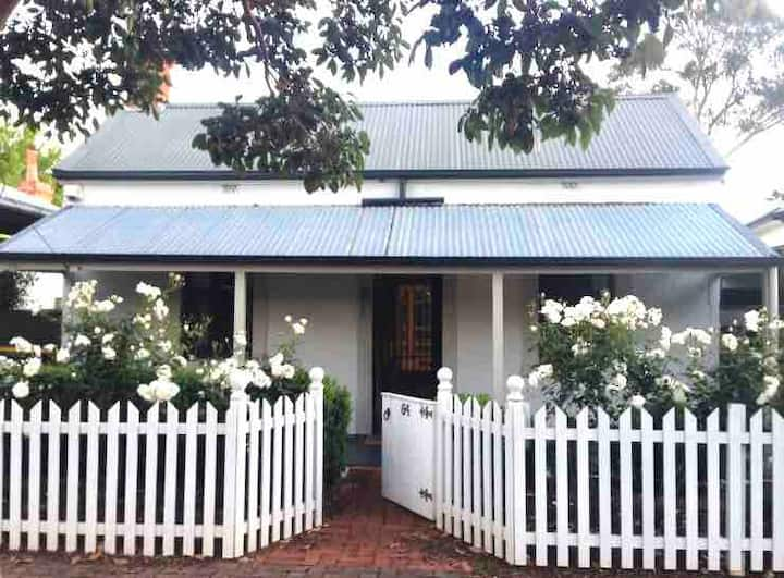 Lovely Norwood Cottage close to CBD