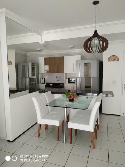 Apartamento 2 quartos cozinha minutos do BeachPark