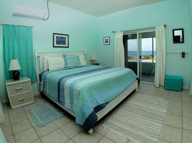 Master bedroom. View and entrance to the ocean view.
