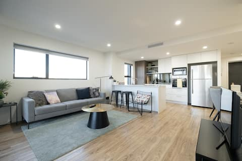 MODERN 2 BR - PEACEFUL, SUNNY & WELL LOCATED