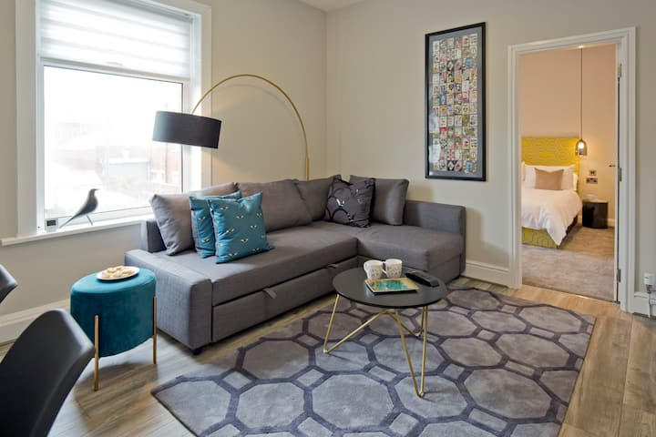 Town Centre Luxury Apartment Sleeps 4 (rm 2)