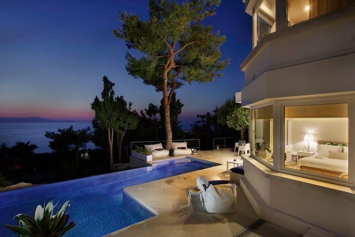 Lux Apartment in the Pines with stunning sea view.