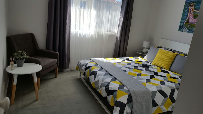 Bright room at the beach - wifi & breakfast - Aspendale - Szeregowiec