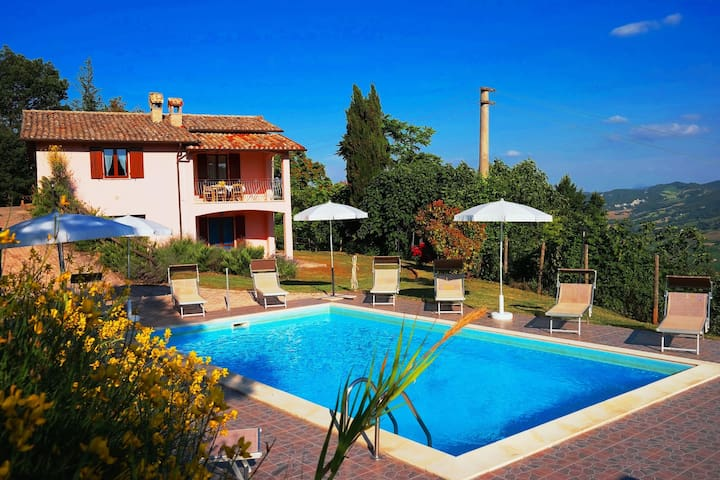 Holiday house with pool, near the sea and mountains, beautiful views