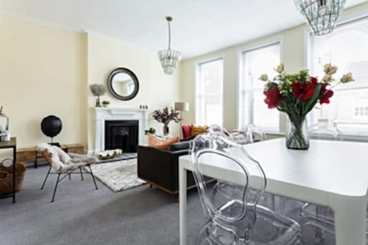 Fabulous 3 bed town centre apartment with parking