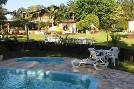Sitio c/cachoeira, trilhas, piscina, sala de jogos