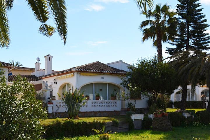 Chalet independiente en playa Denia - Denia - Rumah
