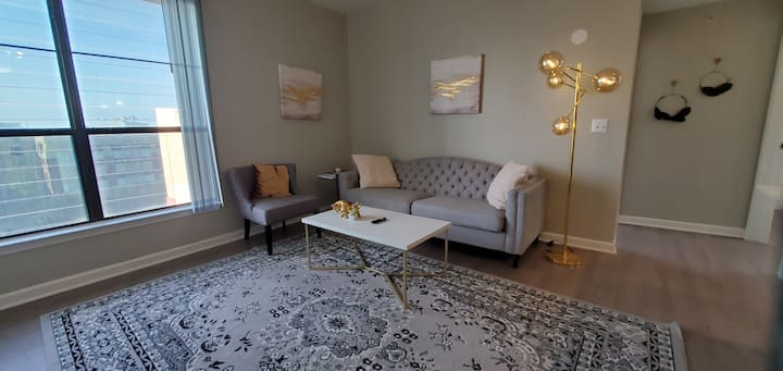Charming location by Galleria | Comfy long stay- E