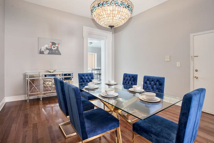 TRENDY 2BR/1BA 2 stops to NYC!! Sleeps 8!