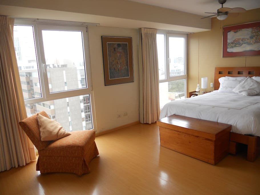 Comfortable large bedroom, full of light and with isolated noise-proof windows