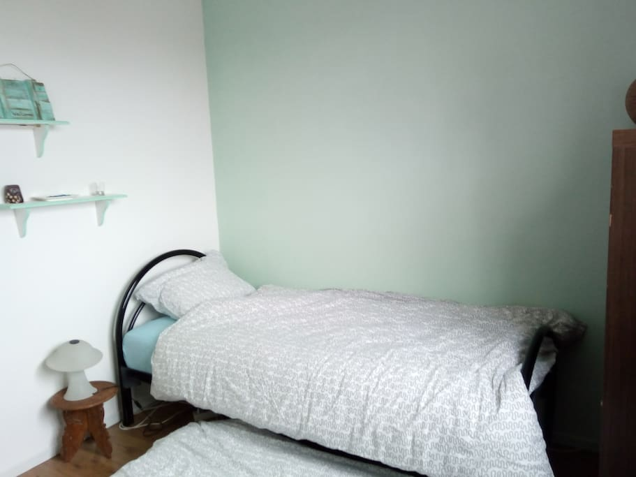Guestroom with 1 bed and optional a matrass on the floor