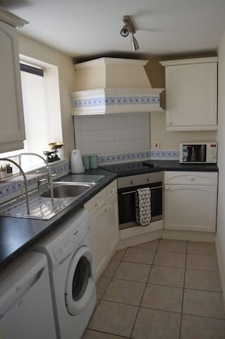 Fully equipped kitchen with fridge and washing machine