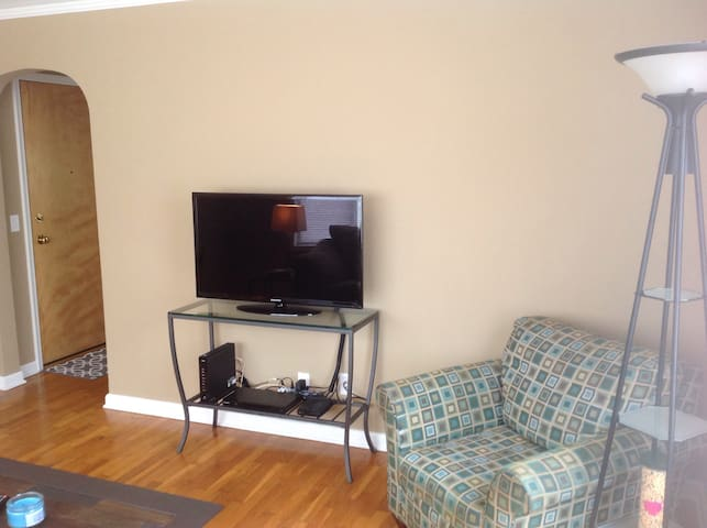 HD flat screen with cable and smart DVD.