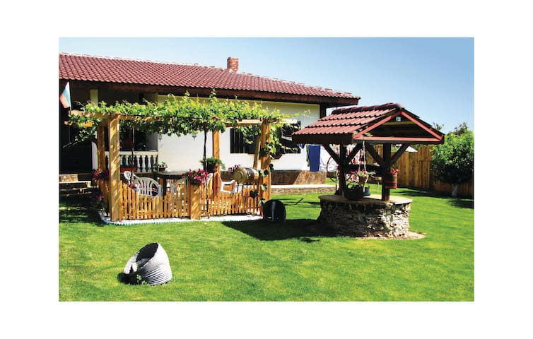Holiday cottage with 4 bedrooms on 160m² in Shabla