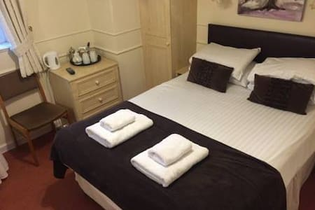 Symonds Yat Self Catering Simpson - Whitchurch - Bed & Breakfast
