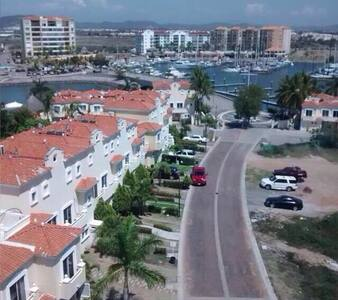 Rento bonita villa en zona exclusiva en Mazatlán - Mazatlán