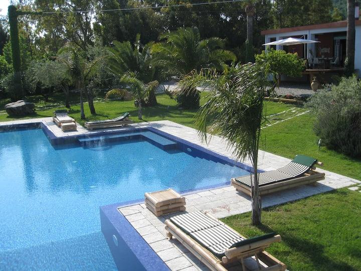 Fascinoso bivani con piscina tra Eolie e Taormina