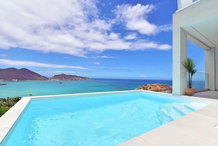 Stunning 2 BD Ocean View - Terraces Lt Bay