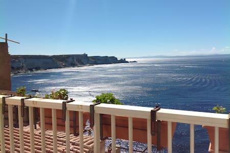 Superbe vue sur falaises+breakfast - Bonifacio - 住宿加早餐