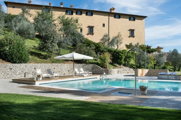 15° Century Villa of Medici Family, amazing pool - Poggetto - Schloss
