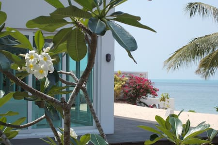 AC  Modern Beachfront bedroom suits couple (1 ) - Ko Samui - House