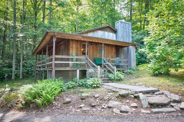 Dogwood Den-Cozy Cabin Perfect for a Quiet Getaway