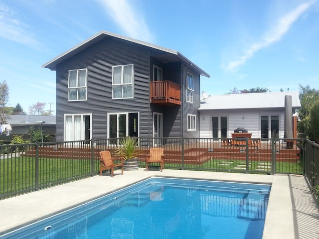 Comfortable and Quiet - Modern and Clean - Greytown - Ház