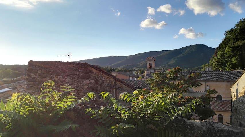 Charmant appartement, JARDIN, vue sur les collines
